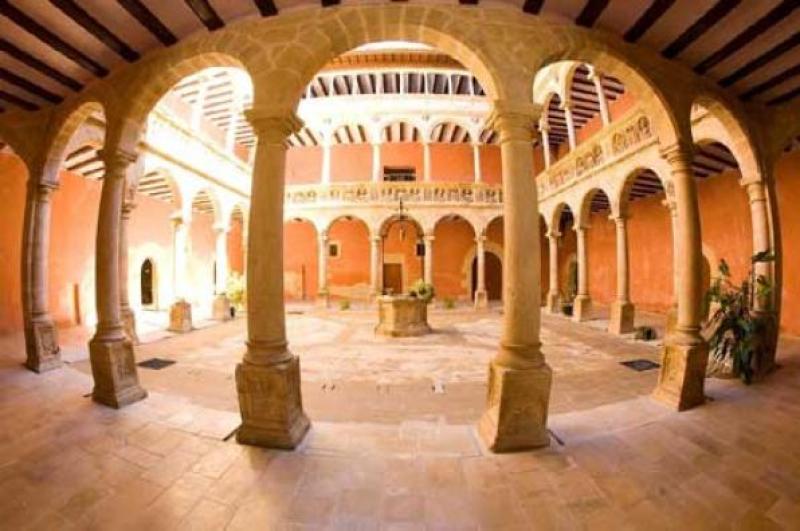 Los Reales Colegios y el Centro de Interpretación del Renacimiento
