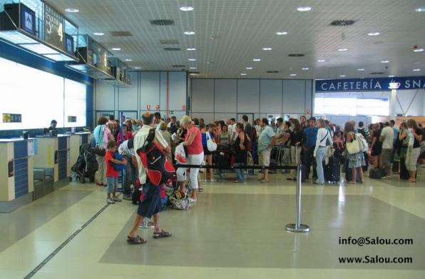 Once at Reus Airport there are several options to travel to Salou.