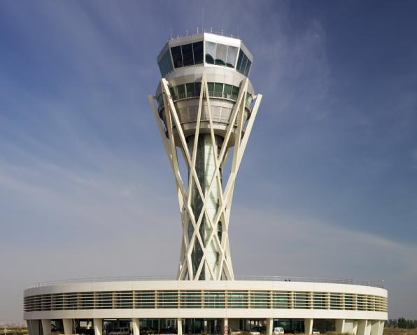 Control tower at the Barcelona airport. (Photo: AENA)