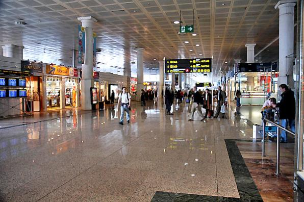 Barcelona-El Prat airport receives flights from many countries.