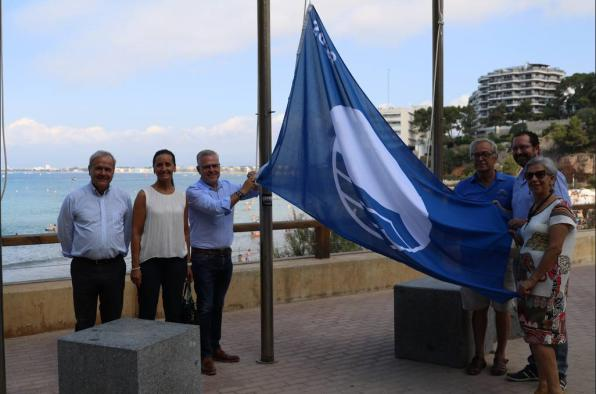 The hoisting of blue flags, a symbol of beach quality