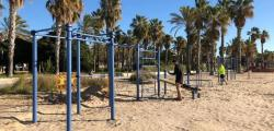 The Beach of Llevant premieres devices for calisthenics exercises