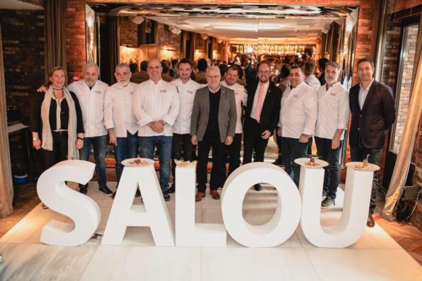 The mayor of Salou with the restorers of the municipality