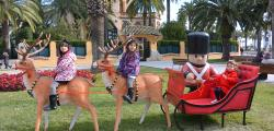 Photo contest with the Christmas figures of the streets of Salou