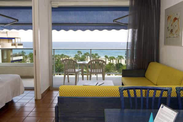 Room with terrace of Blaumar Hotel in Salou