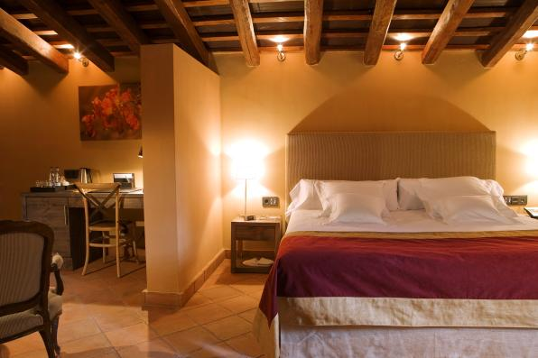 Image of one of the rooms of the Hotel Mas La Boella