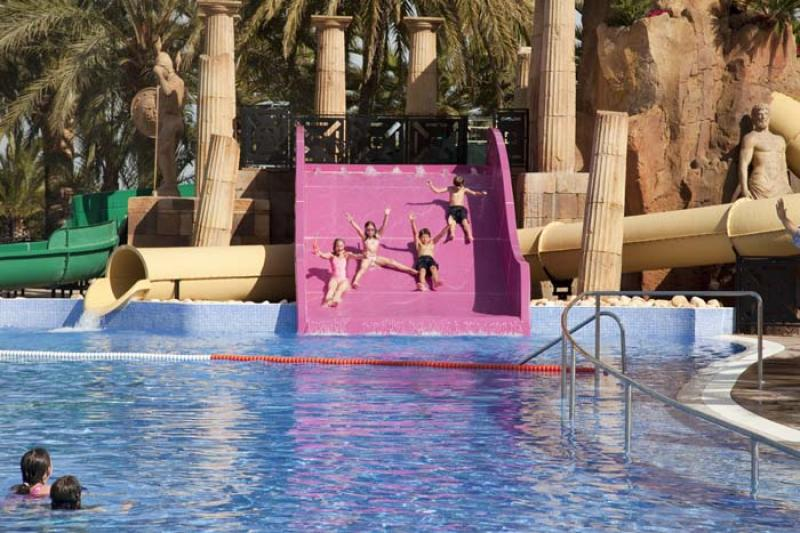 Camping resort sanguli salou for Hoteles en salou con piscina