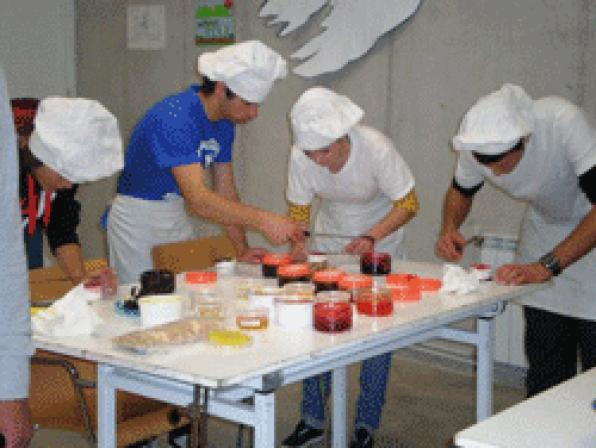 Students of the UEC learn to make ice-cream
