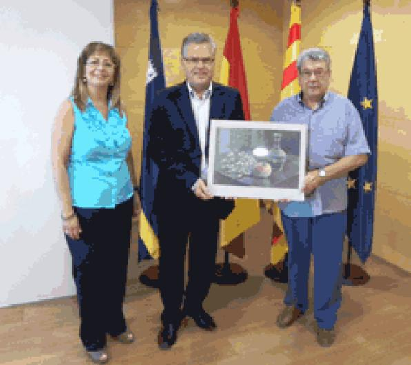 "Salou gets a picture of the association ""La Palette du Monde '"