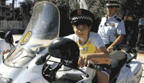Police Salou and Catalan police explain their work to children of the Casal XicŽs 1