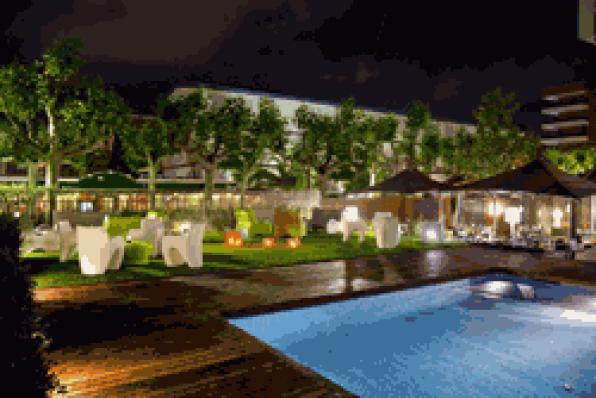 The Poolbar & Restaurant opens the season 1