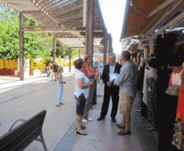 The Mayor and the Councillor of Commerce visited the area of ​​Avenida Andorra