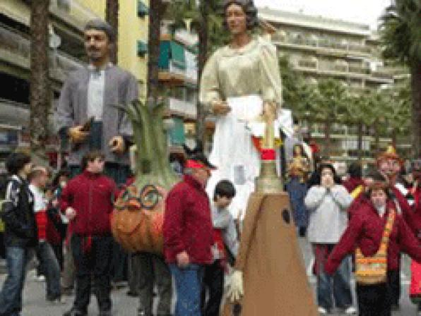 Salou with giants and gralles at the XXV Winter Festival