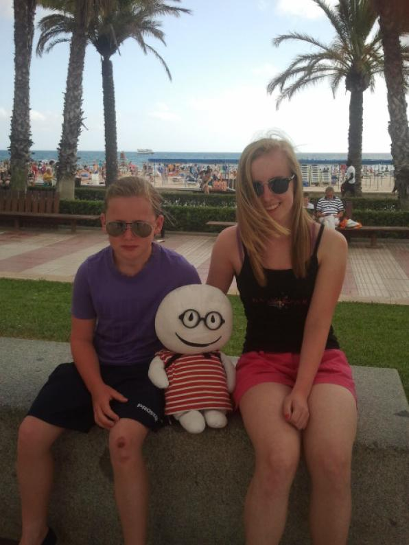 Stabri, the most famous doll in the network, on vacation in Salou and in Costa Dorada